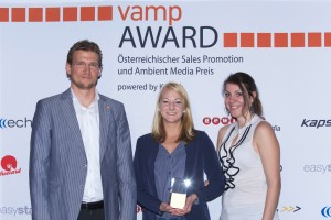 Bianca Schmidt, senf & partner, receiving the VAMP Award. Left Michael Leitner and right Stephanie Bors of the promotion agency easystaff who provided the human bees